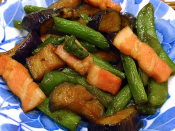 Stir-fried-thick-slice-bacon-and-a-summer-vegetable-with-butter-flavor-soy-sauce-.jpg
