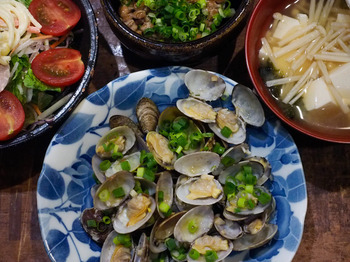 wine-steaming-of-short-necked-clam.jpg